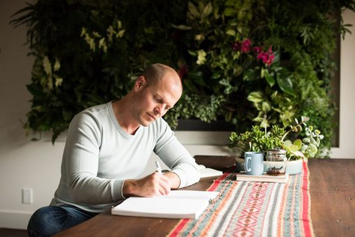 Tim Ferriss doing some journalling